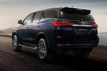New-2020-Toyota-Fortuner-Rear.jpg