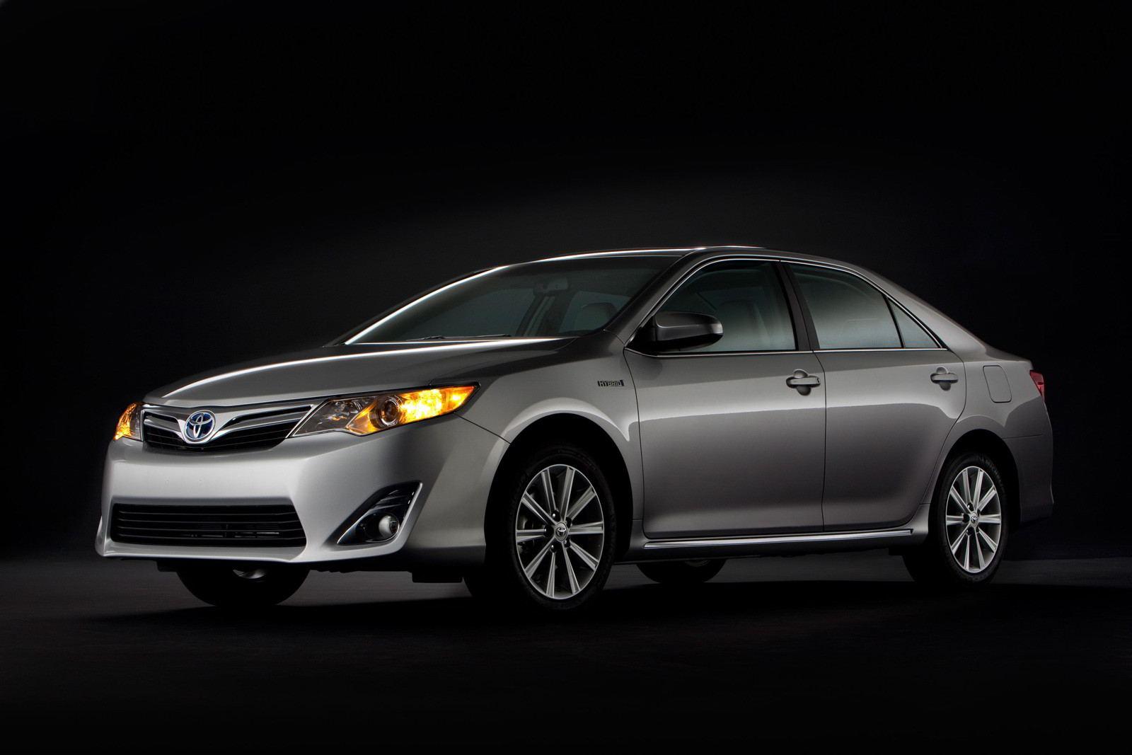 2012_Toyota_Camry_Hybrid_18.jpg