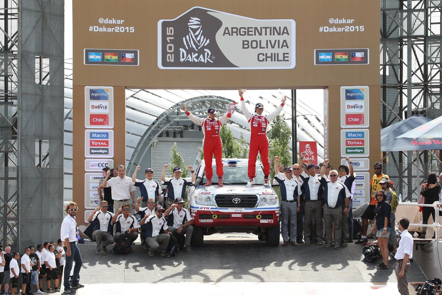 The DAKAR 2015 Ends in Burenos Aires with Three Hiluxes in the Top 10.