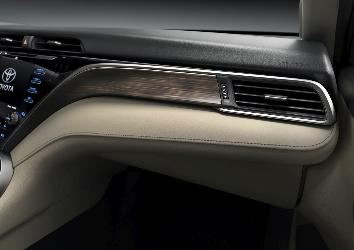 Detail_shot_interior_XLE_4.jpg