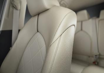Detail_shot_interior_XLE_5.jpg